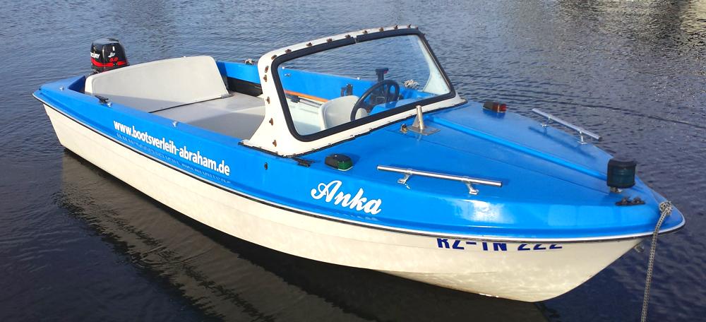 Bootsverleih Abraham: Ibis II mit 5 PS - das günstige führerscheinfreie Motorboot für alle Zwecke. Entdecken Sie die Mecklenburger Seenplatte mit dem Boot.