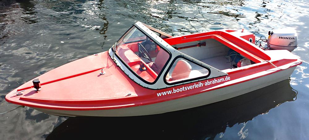 Bootsverleih Abraham: Ibis-III-mit-15-PS - das Schnellste und Wendigste unter den führerscheinfreien Booten. Entdecken Sie den Plauer See mit dem Boot.